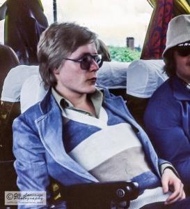 Vesa Haapala Pohjalaisten Osakuntien Laulajien mukana Ilmajoella kesällä 1977.