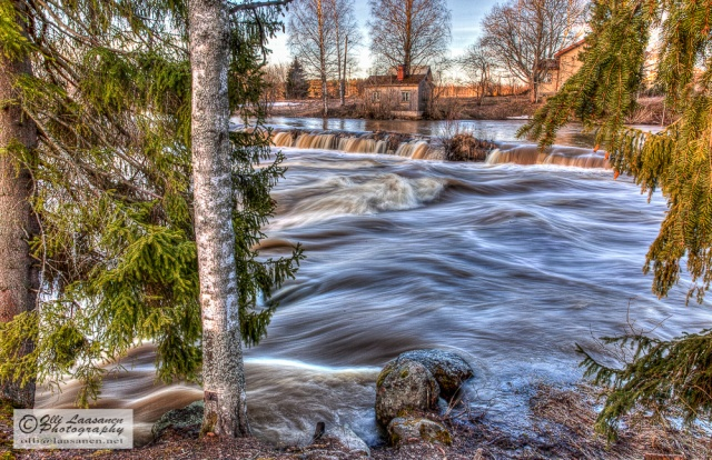 Hieno kodin paikka kosken rannalla. - HDR, ND3, 0.4 sec, f/22 - A lovely place for a home next to the rapids.