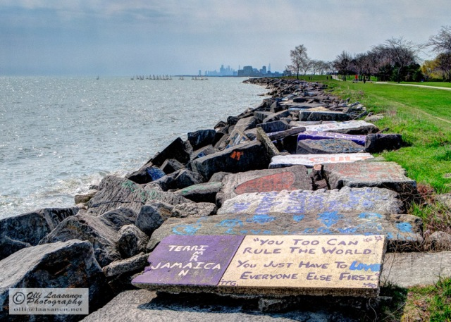 On the shore of Lake Michigan, in Evanston, Chicago skyscrapers in the horizon. - The students of the Northwestern University have painted their messages on the stones to the world.