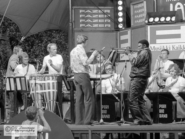 Kaj Backlund johtaa Pori Big Bandiä. - Kaj Backlund leading Pori Big Band. - Pori Jazz Festival, July 12, 1974