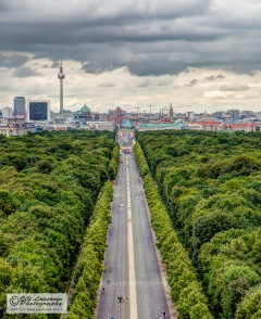 View to the east down Strasse des 17 Juni to the Brandenburg Gate.