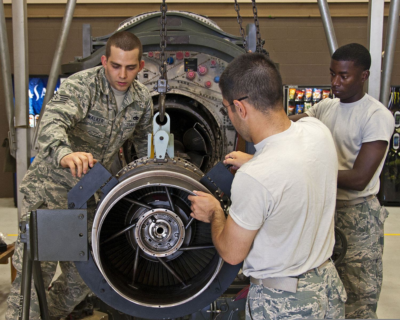 jet engine mechanics in us army image source wikipedia