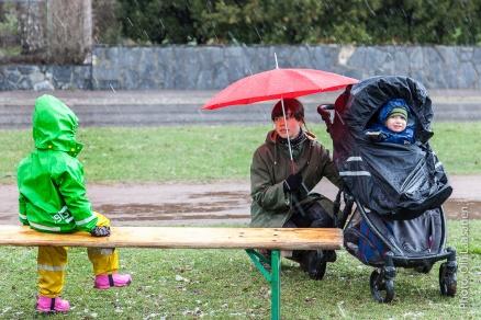 Lapsia ei sää sätkähdyttänyt.