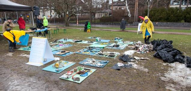 Tuloksia alkaa näkyä roskakasan vieressä.