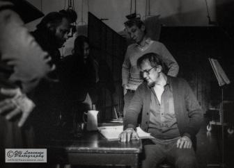 Kalle Holmberg, vasemmalla Kalevi Koskinen ja takana studio-ohjaaja Raimo Ruuskanen, Yle Pasila 28.10.1983